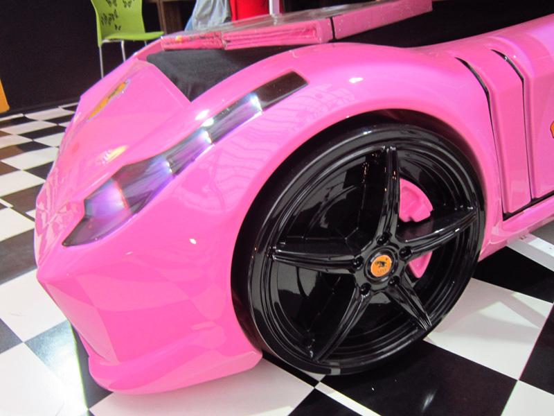 Lit voiture ferrari rose