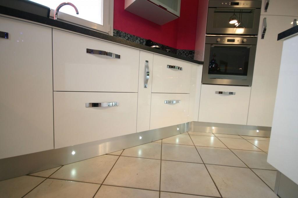 Plinthe cuisine intégrée