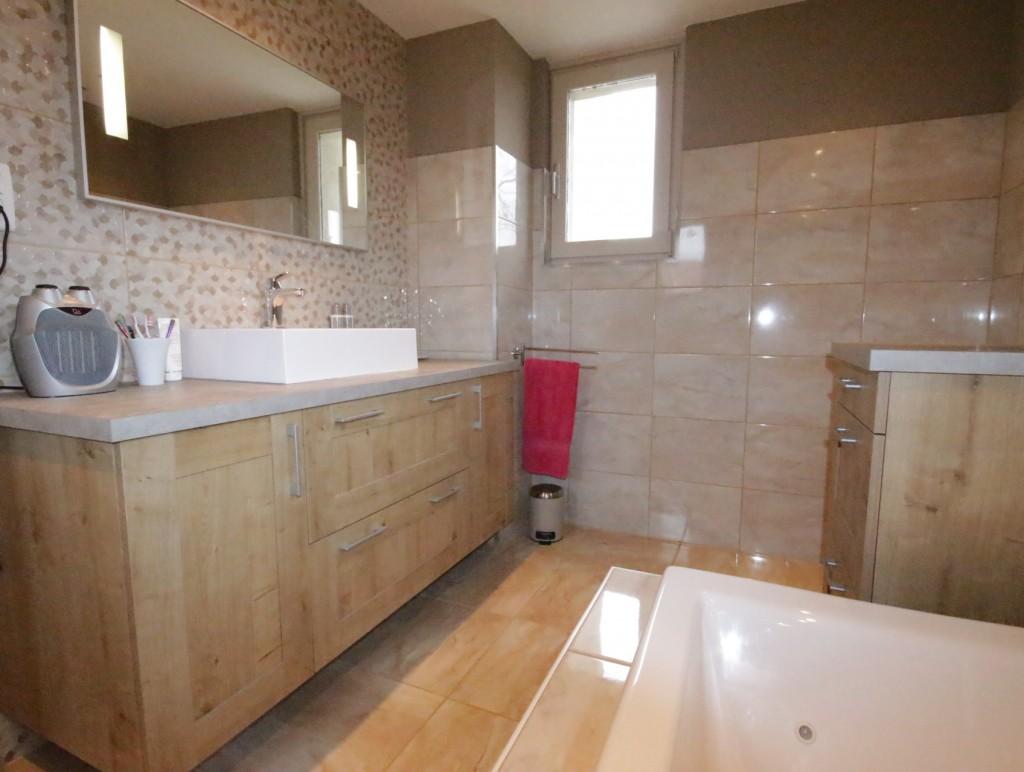 R alisation d une salle de bain vintage for Meuble salle de bain a poser au sol